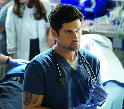 """""""Code Black"""" Star Benjamin Hollingsworth On Playing Mario, Working With Rob Lowe And Creativity"""