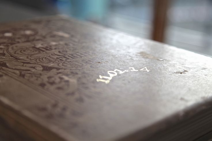 Hand embossing of dates and names - in silver or gold.