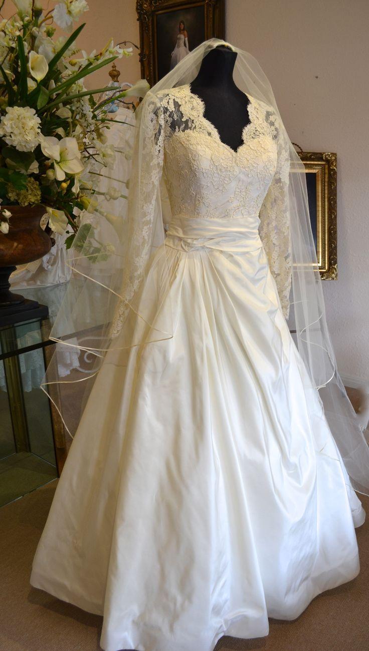Fall wedding elegance... Perfect for a winter wedding... Beautiful wedding dress... www.couturesbylaura.etsy.com