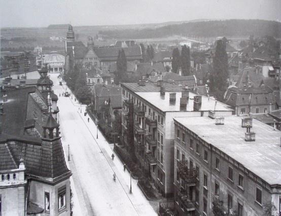 ul. Mickiewicza, rok 1934 w oddali widać dzisiejsze Winogrady i halę Zeppelinów, po której zostały tylko resztki fundamentów