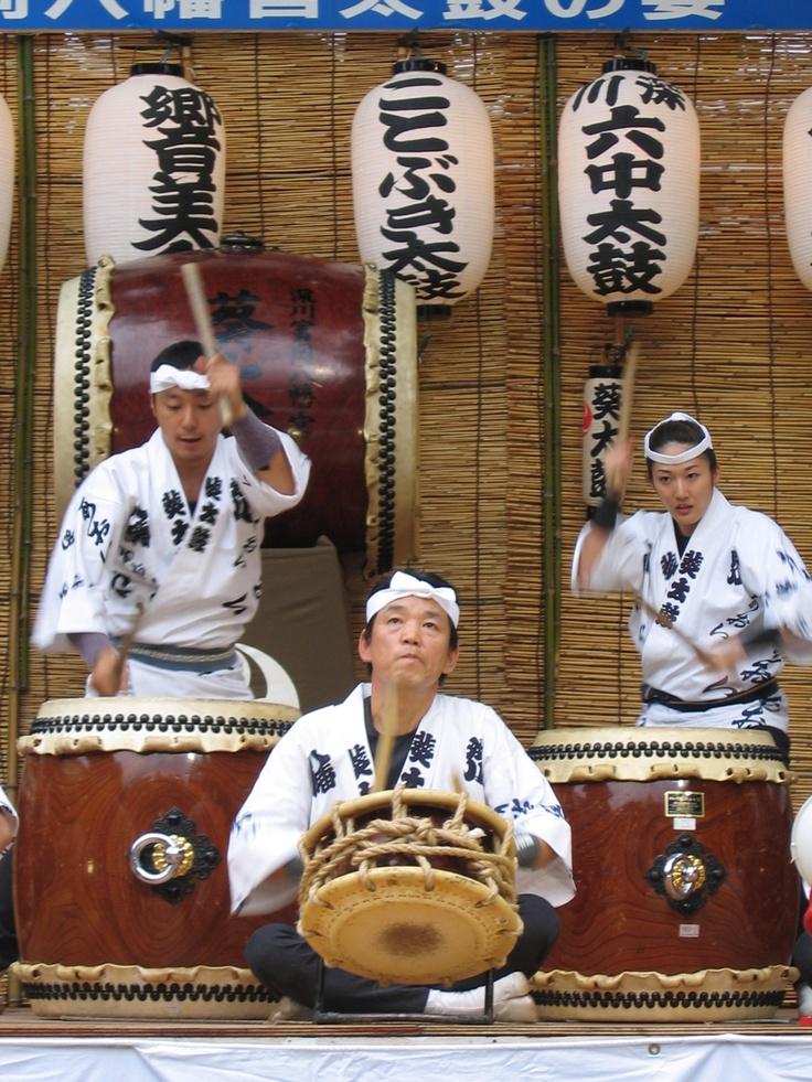 Obon drummingMusic Instruments Japan, Japan Traditional, Japanese Jewels, Kimonos Japanese Shinto, Japanese Traditional, Japanese Specialty, Japanese Drums, Traditional Music, Festivals Celebrities