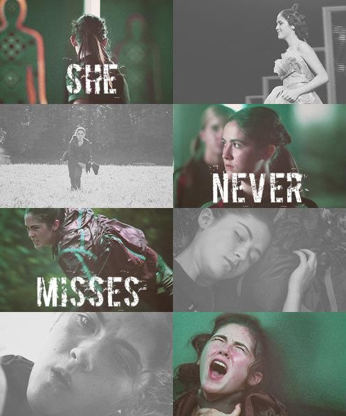 Yes she does. She missed Katniss twice. In the bloodbath and right before she got killed