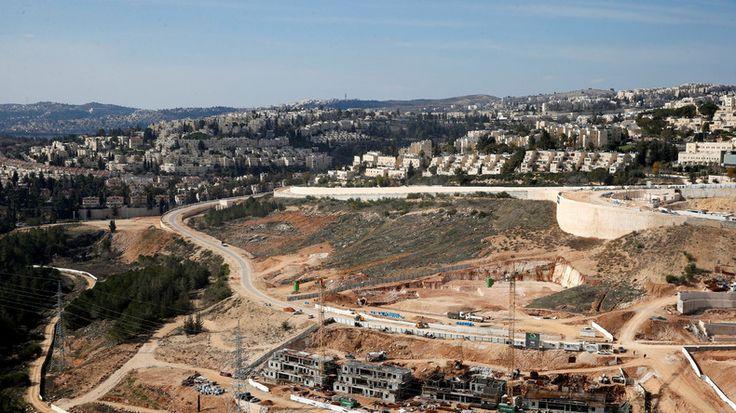 Axa, BNP, le Crédit agricole et la Société générale détiennent des participations dans des banques et entreprises israéliennes ayant financé la colonisation en Palestine, affirme un rapport de la Fédération internationale des droits de l'homme.