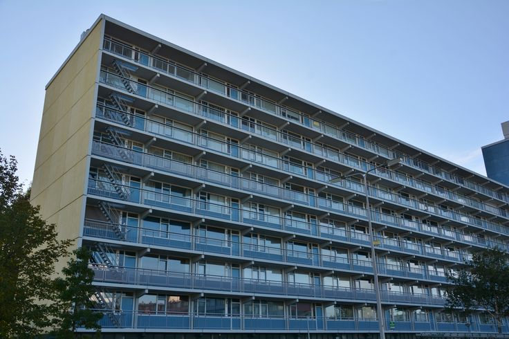 Dit 5-kamer appartement is gelegen op de achtste en hoogste verdieping van een goed onderhouden appartementencomplex. De 4 slaapkamers, het grote balkon en de praktische indeling zijn kenmerken van dit bij Dit 5-kamer appartement is gelegen op de achtste en hoogste verdieping van een goed onderhouden appartementencomplex. De 4 slaapkamers, het grote balkon en de praktische indeling zijn kenmerken van dit bijzondere object. Gesitueerd op loopafstand van winkels, openbaar vervoer en…