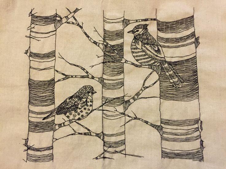 Geborduurd / embroidery  Met zwart borduurgaren geborduurd op gebroken wit stug linnen.