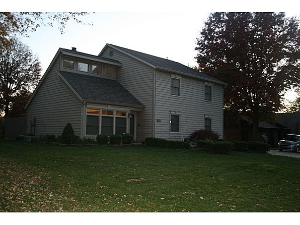 This 2220 square foot single family home has 3 bedrooms and 2.5 bathrooms. It is located at 627   Sun Valley Ct   Indianapolis, Indiana. This home is in the Perry Meridian Schools, St. Mark, St. Barnabas School District. The nearest schools are Burkhart Elementary, Perry Middle and Perry Meridian High School. #zillow