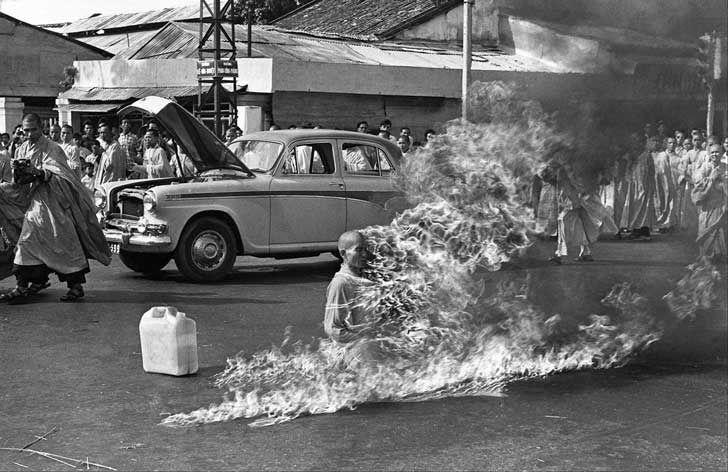 El 11 de junio de 1963, este monje budista se incendió como protesta a la opresión que el gobierno de Ngo Dinh Diem ejercía sobre la religión budista en Vietnam.