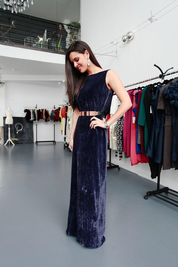 San Valentin Dresseos Crimenes de la Moda - Vestido terciopelo azul de Amaya Arzuaga - Blue velvet dress - metallic belt - cinturón metalizado