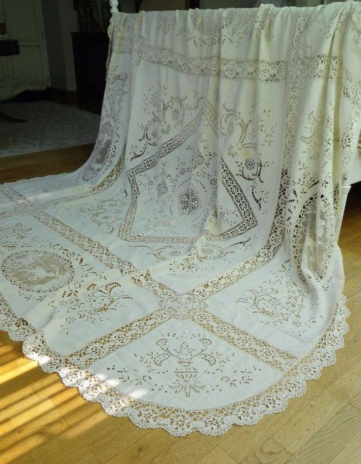 ca1920 ~ Stunning Hand Embroidered Italian Linen Tablecloth ~ Figural motif