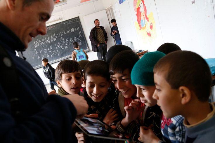 La situación de los refugiados sirios es la mayor crisis humanitaria europea desde la Segunda Guerra Mundial. Decenas de miles de personas intenta...