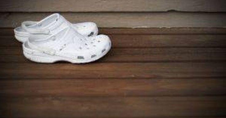 Cómo limpiar los zapatos Crocs