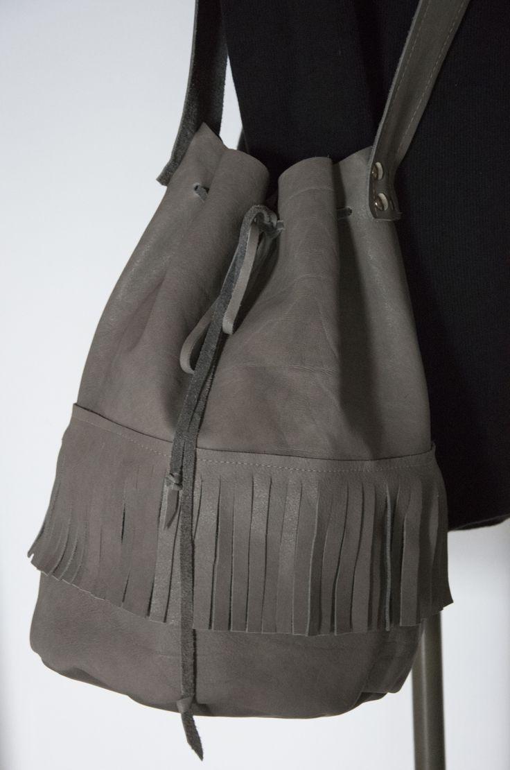 Skrawek Natury - gray leather bag