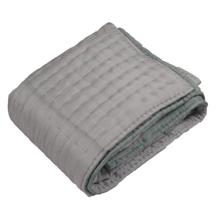 boutis couvre lits r versible gris clair vert tendre 220 x 240 100 soie garnissage. Black Bedroom Furniture Sets. Home Design Ideas