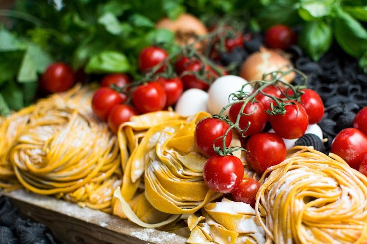 Макароны с миндалем и зеленью: 15 минут и полезный вегетарианский ужин готов! Подробный рецепт - тут: http://ru.food4vita.com/pasta_with_almonds/