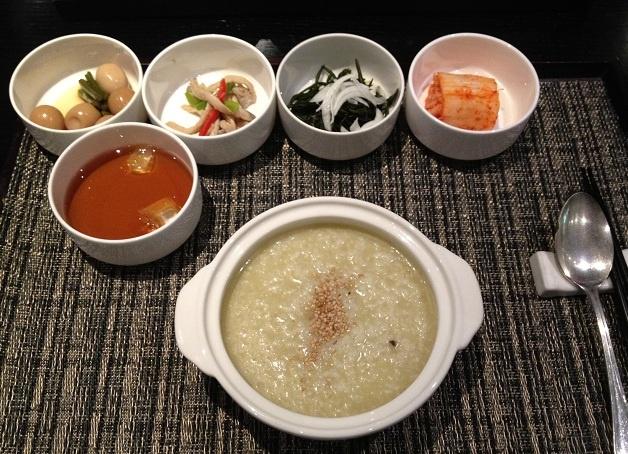 제주도에서 아침식사는 전복죽 ジェジュでの朝ごはんはあわびのお粥 Avalon poridge for breakfast, Jeju Korea