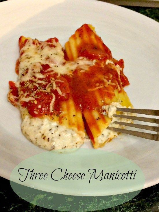 This three cheese manicotti looks so delicious!! Love the trick for filling the shells of the manicotti!
