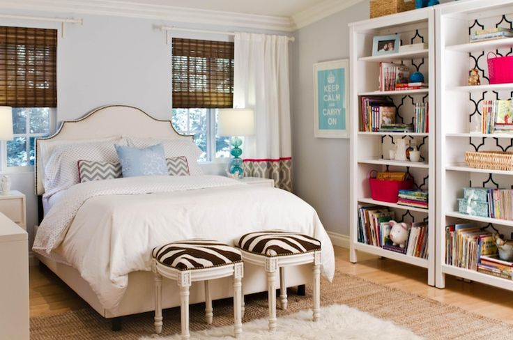 Suzie: Turquoise LA - Sweet bedroom design with blue walls paint color, Skyline Furniture Arc ...