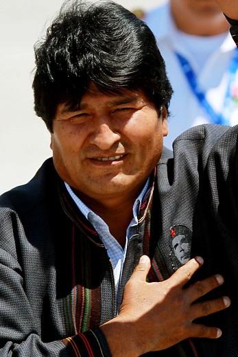 26 de Enero de 2013/SANTIAGO   El Presidente de Bolivia , Evo Morales   arriba a Chile luciendo una chaqueta con el rostro del Che Guevara.   FOTO:DAVID CORTES SEREY/AGENCIAUNO.