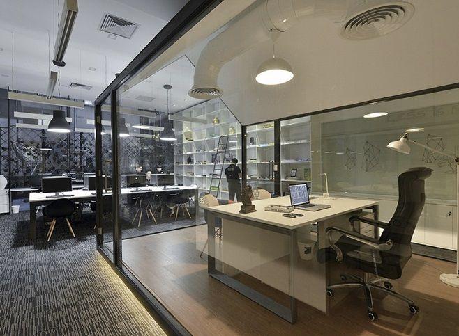 Творческая группа Bauhaus Architecs & Associates превратила унылую поверхность площадью 90 квадратных метров в офис со свежим и современным дизайном. Офис Bauhaus Architecs & Associates расположен в 20-этажном офисном здании в Ханое, Вьетнам.