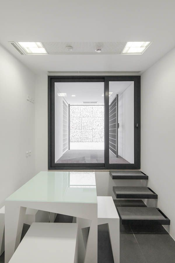 Banking Branch in Leiria | by 2L Atelier Arquitectos