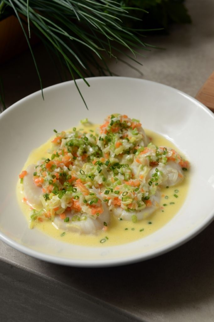 """Het lekkerste recept voor """"Sint-Jakobsvruchten à la nage"""" vind je bij njam! Ontdek nu meer dan duizenden smakelijke njam!-recepten voor alledaags kookplezier!"""