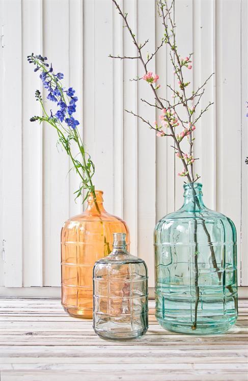 Glass flasker i ulike farger og størrelser fra HKliving får du hos home2home.no