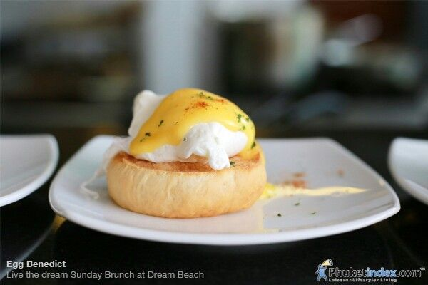 #photooftheday #Phuketindex #Phuket #Thailand #SundayBrunch #DreamBeach #LayanBeach #EggBenedict #egg #lemonjuice #whitepepper #worcestershiresauce #sauce #butter #boil #PoachEgg #eggyolk #pan #vinegar #hotwater #delicious