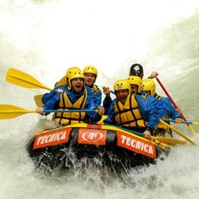 RAFTING ALLE CASCATE DELLE MARMORE  La discesa del fiume Nera in gommone è uno spettacolo che unisce la bellezza della natura all'emozione di uno sport per persone coraggiose.