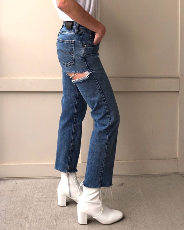 Vintage Lee Jeans Size 27 | Vintage Cutoff Jeans Size 27 | High Waisted Jeans Size 27 | 90s Jeans Size 27 | Vintage Mom Jeans Size 27 http://etsy.me/2EHFgui #clothing #women #pants #leejeans #momjeans #vintagedenim #90sjeans #vintageleejeans #vintagelee