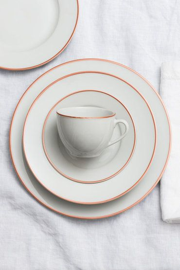 Grazioso Dinner Set. 20 piece Tea and Dinner set lined with rose gold colour…