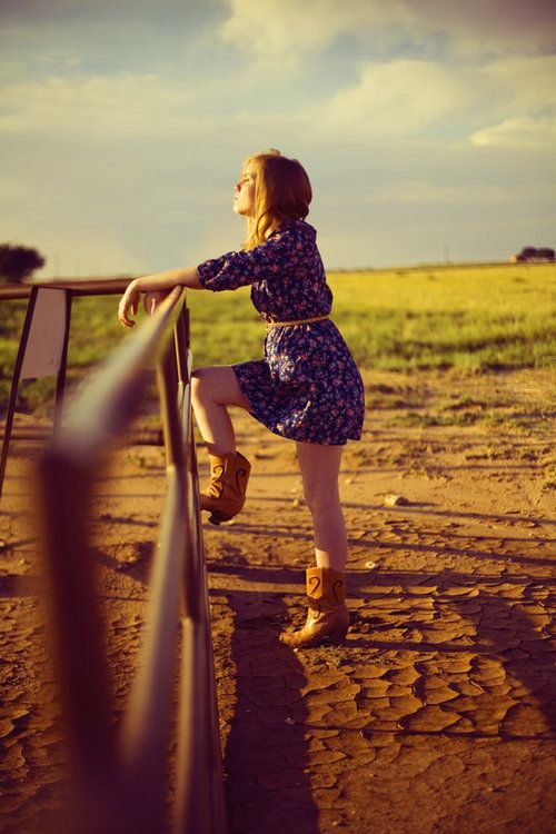 Country chicPictures Ideas, Senior Pictures, Cowboy Boots, Country Fashion, Country Girls, Senior Photos, Senior Pics, Cowgirls Boots, Westerns Chic