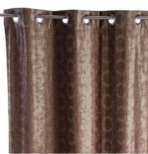 La mejor manera de tapar la #ventana con el fin de tener mayor intimidad y evitar que nos entre demasiada luz es con esta #cortina de corte geométrico de color marrón, que le dará un are moderno a nuestra decoración. ¡Envío gratuito!