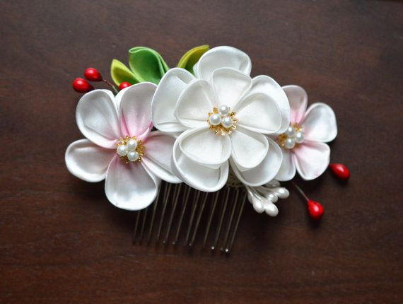 Weiß und Rosa Plum Tsumami Kanzashi. Abstufung-Ume-Blüte-Kamm. Kundenspezifisch konfektioniert.