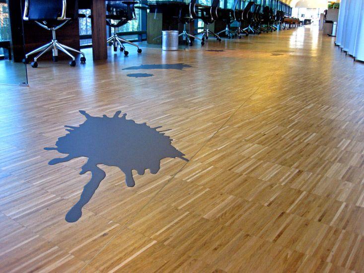 #Gietvloer gecombineerd met #laminaat. Door leuke inktvlekken in de vloer te maken.  #interpolis