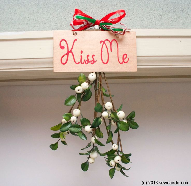 "Sew Can Do: Fabulously Festive: ""Kiss Me"" Hanging Mistletoe Decoration"