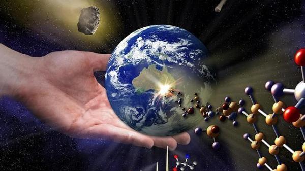 Panspermia: Anaxágoras, Pizzarello, Lovercraft y el meteorito GRA 95229 - ¿Cómo empezó la vida? ¿De dónde venimos? ¿Cuáles fueron los primeros organismos en la tierra? Preguntas inquietantes que intenta responder una de las mentes más brillantes del planeta en astrobiología, Sandra Pizzarello. Pero vayamos por partes, porque de alguna extraña manera el escritor H.P. Lovercraft, la astrobiologa Sandra Pizzarello y el filosofo griego Anaxágoras confluyen en una curiosa sopa prebiótica.
