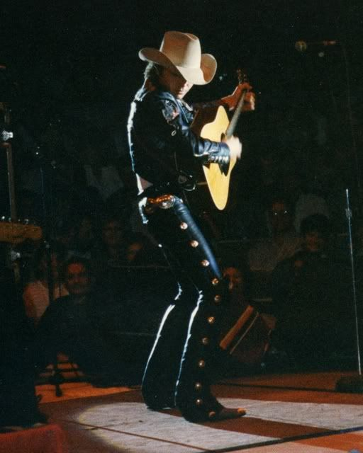 Dwight Yoakam- Front Row Theatre- October 17, 1988