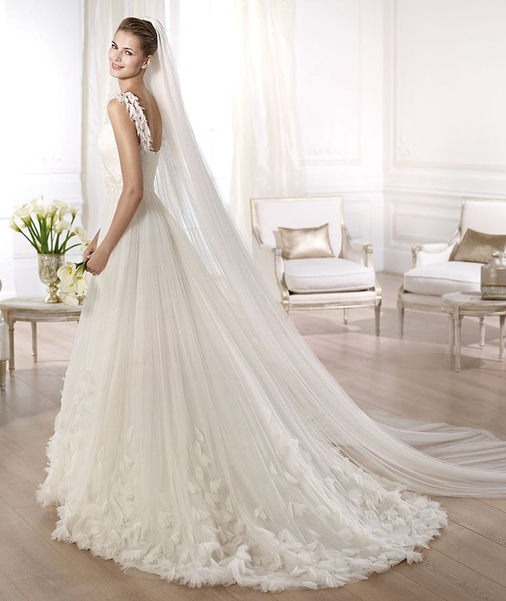 Pronovias vous présente la robe de mariée Ondina. Glamour 2014.   Pronovias