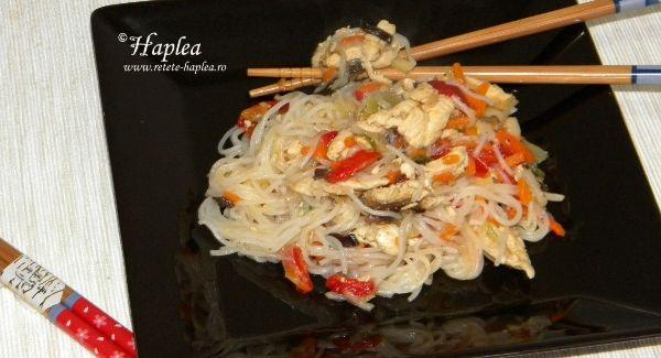 Ceva sățios să încercați, și-anume Vermicelli cu pui și chinezești legume.