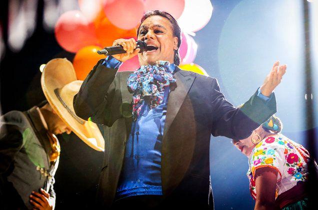 Juan Gabriel Ultimate Showman In L.A. Concert For 'MeXXIco Es Todo Tour'…