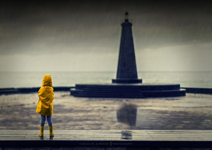 Girl in the rain by Carlos M. Almagro  on 500px