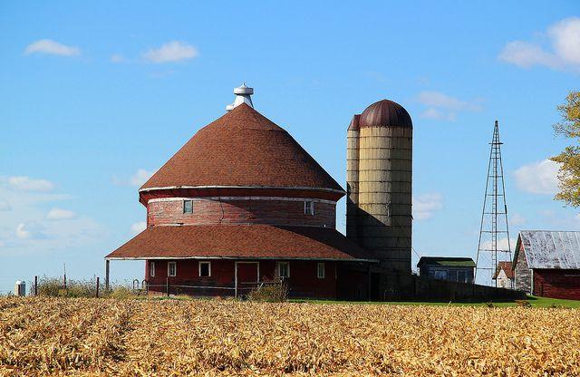 Red Oval Barn near Baileyville, IL.