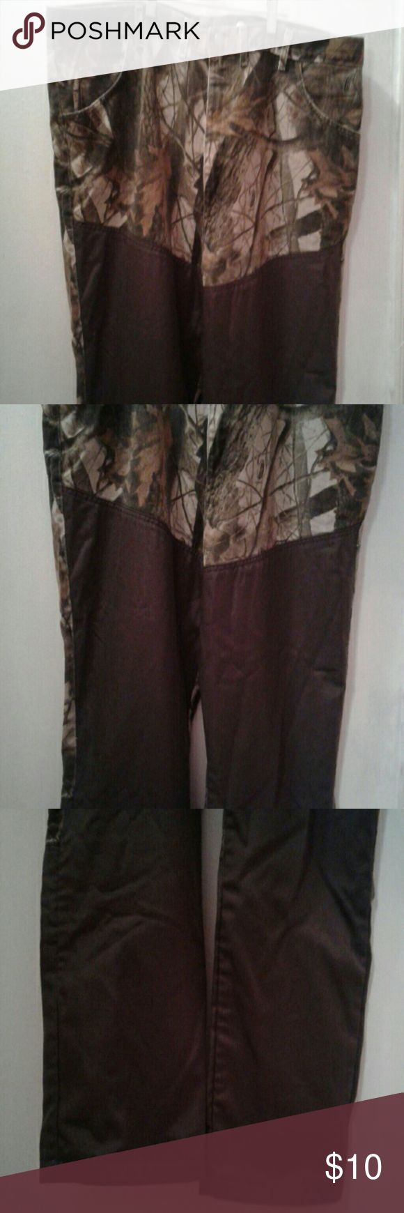 Camouflage Hunting Real Tree Pants Mens 46 X 30 Wrangler Pro Gear 100 % cotton hunting pants.   Camouflage and brown  with Real Tree in small print in the design.   Great condition with one very small skinned spot on backside.  Measures 23.5 inches across the waist in front,  30 inch inseam. Wrangler Jeans Relaxed