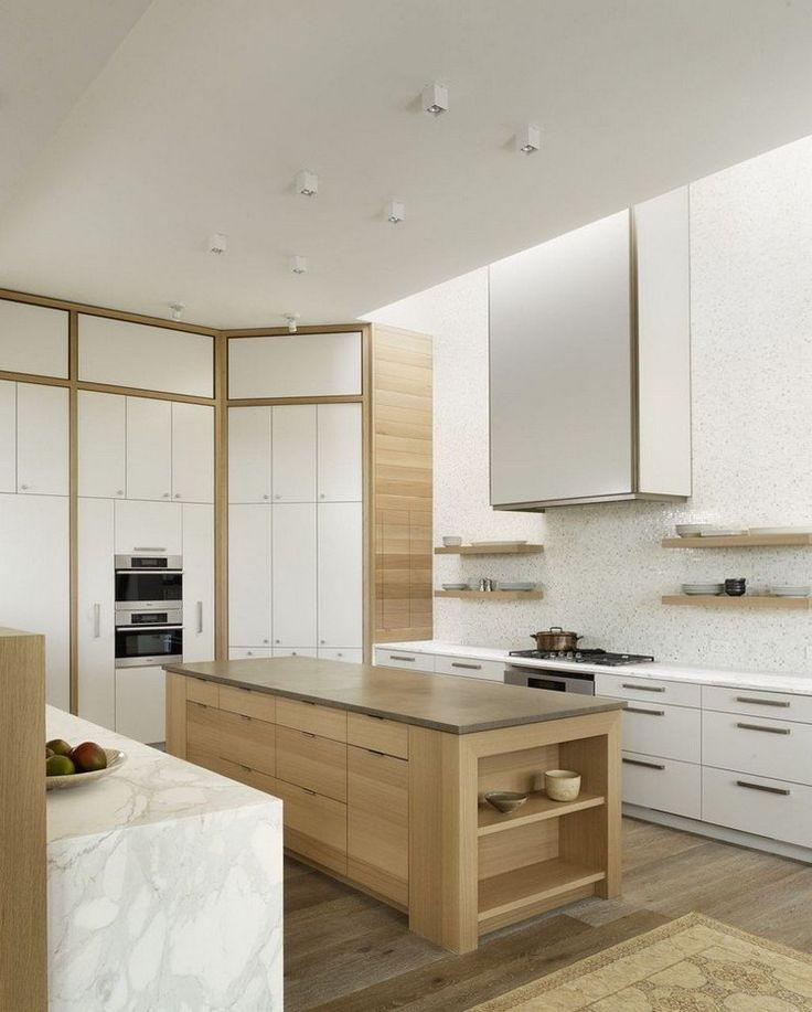 offene Küche in Weiß und Holz - Mosaik Wandverkleidung