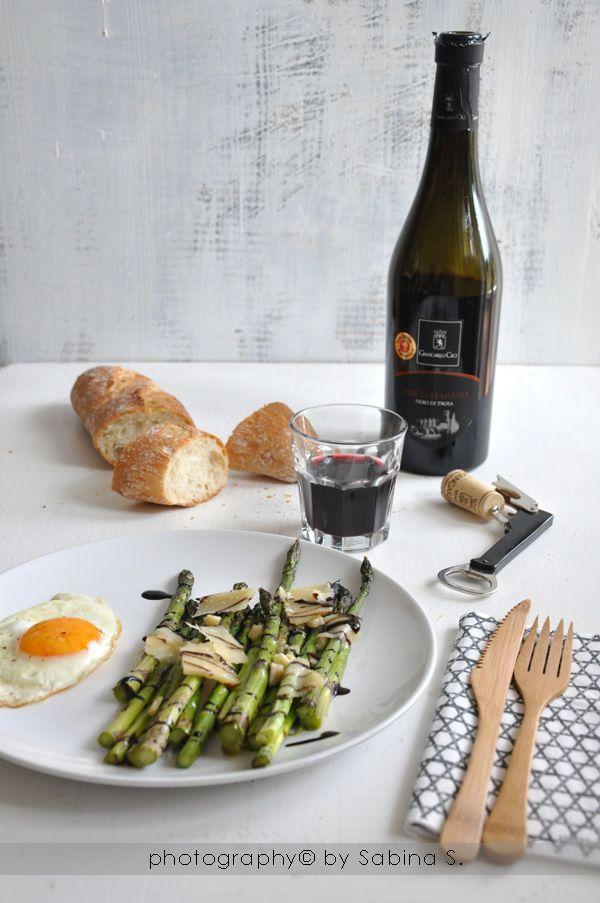 Due bionde in cucina: Asparagi al forno con scaglie di parmigiano e aceto balsamico