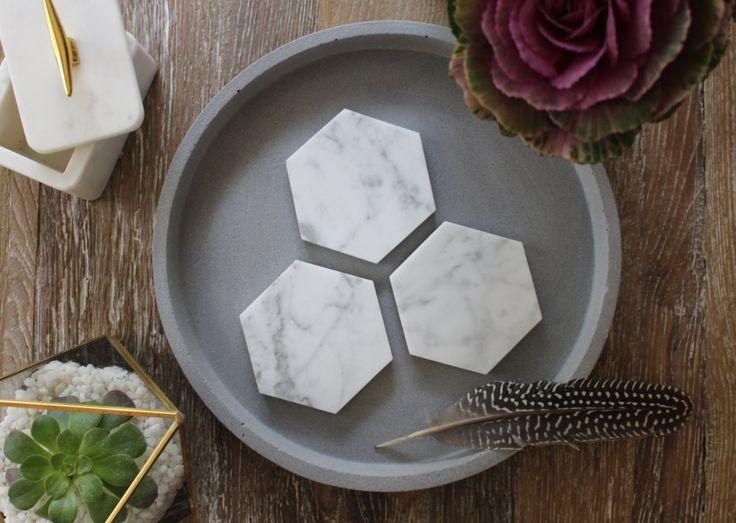 Carrara Marmor geometrische Hexagon Untersetzer von FiddleLeaf auf Etsy https://www.etsy.com/de/listing/244045698/carrara-marmor-geometrische-hexagon