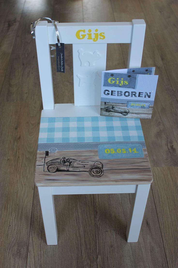 Deze kinderstoel (geboortestoel) heb ik beschilderd in de stijl van het geboortekaartje. Wil je een stoel bestellen in de stijl van jouw geboortekaartje? Neem dan contact op of bestel via de website www.jessika-atelier.nl