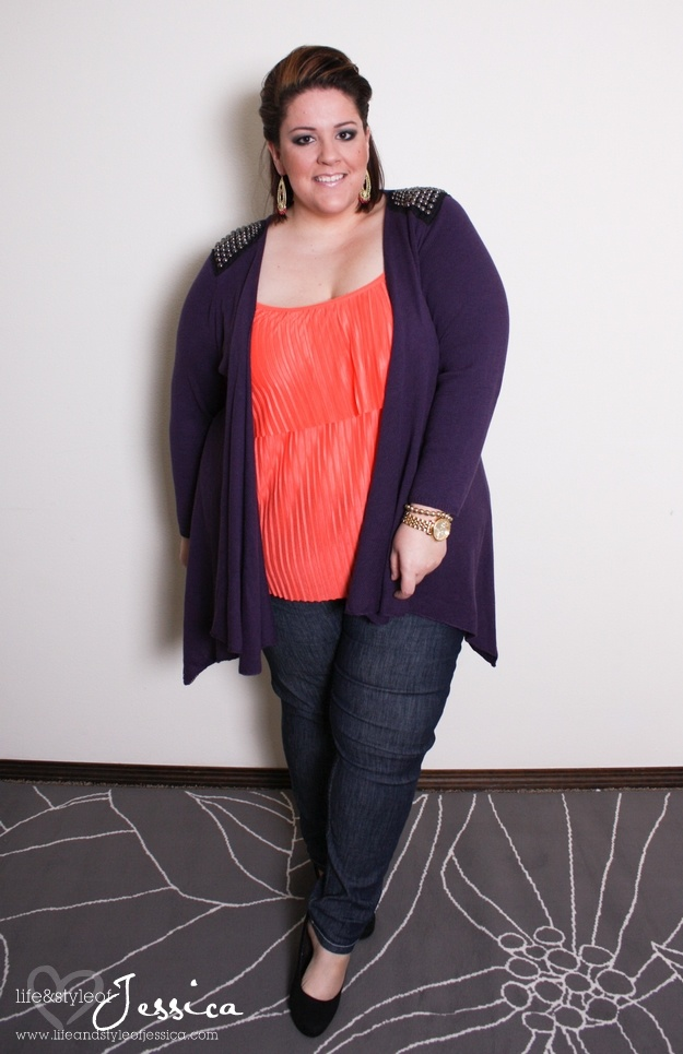 From plus size fashion blogger Jessica Kane : wearing plus size fashion from @Torrid Fashion, Cardi from Simply Be, Jeggings from Svoboda.