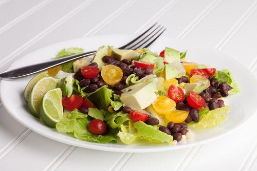 Αβοκάντο και μαύρα φασόλια: ένας συνδυασμός που θα σου μείνει αξέχαστος - http://ipop.gr/sintages/salates/avokanto-ke-mavra-fasolia-enas-sindiasmos-pou-tha-sou-mini-axechastos/