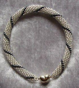 Att virka med pärlor - Hur gör man? - Smyckestillverkning iFokus